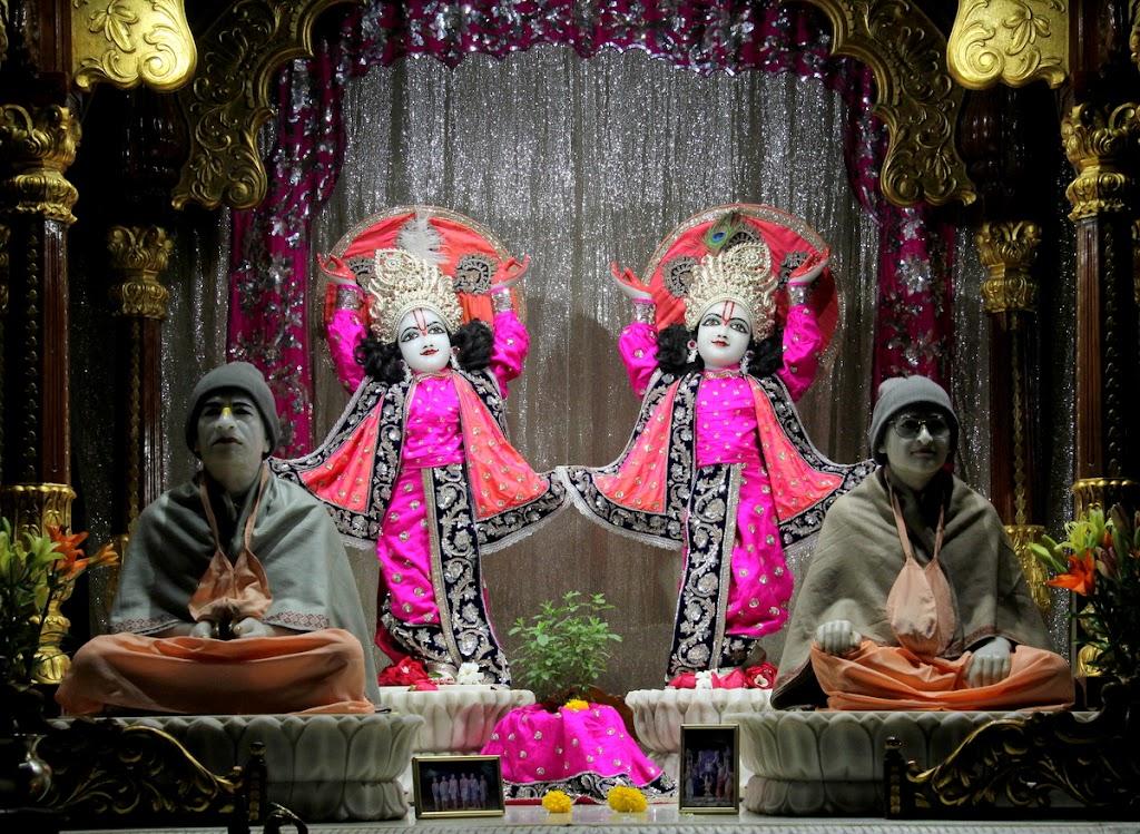 ISKCON Juhu Mangal Deity Darshan 14 Jan 2016 (28)