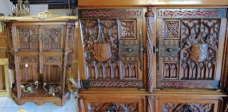 Шкафчик в Готическом стиле. ок.1860 г. 4500 евро.