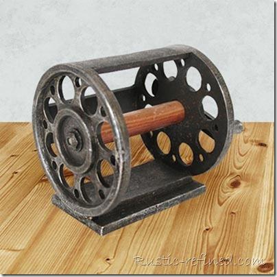 log-cabin-decorating-fishing-reel-toilet-paper-holder