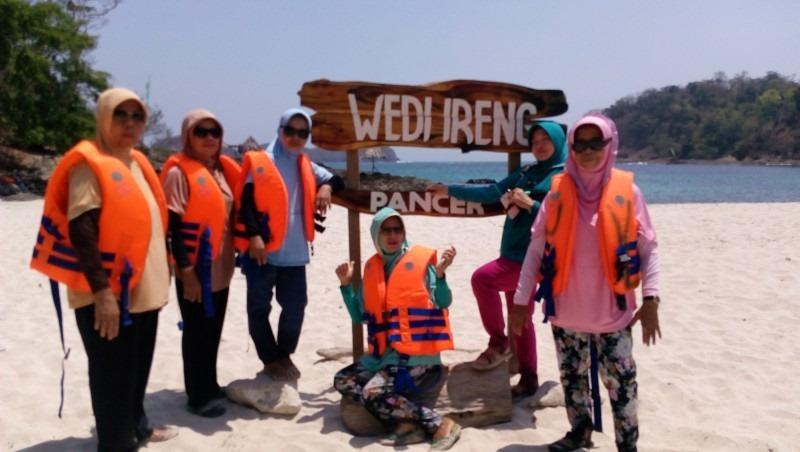Paket Wisata Banyuwangi - Pantai Wedi Ireng