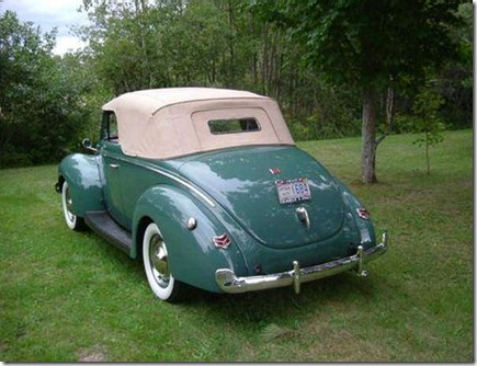 1940_Ford_Deluxe_Convertible-April16ea
