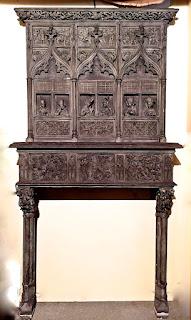 Редкий каминный портал в Готическом стиле. ок.1850 г. 143/48/280 см. 10000 евро.