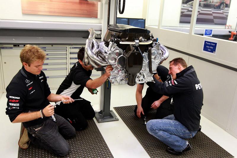 Нико Росберг и Михаэль Шумахер на базе команды Mercedes GP