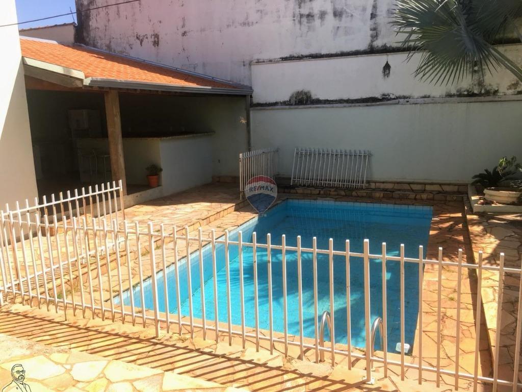 Casa com quartos para Alugar, 231 m²
