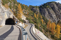 Passo di Falzarego (2105m), Südrampe. Kehrtunnel. Blick zurück.