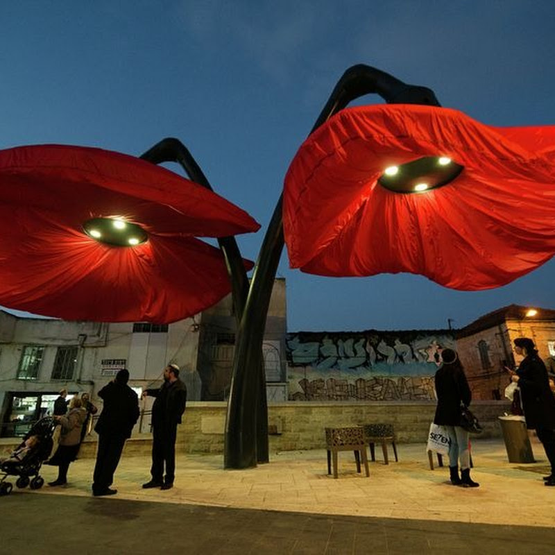 These Streetlights in Jerusalem Bloom Like Giant Flowers
