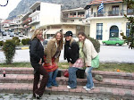 Modische Studentinnen in Meteora