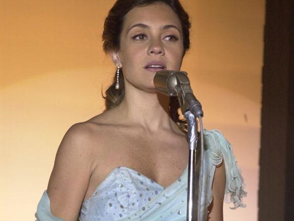 Adriana Esteves come Lola