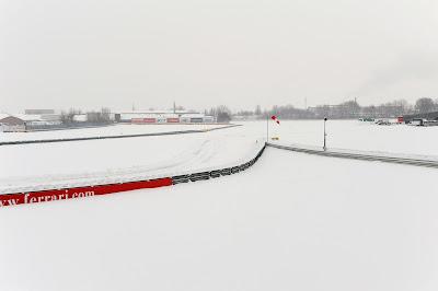 трек Фьорано Ferrari под снегом 1 ферваля 2012