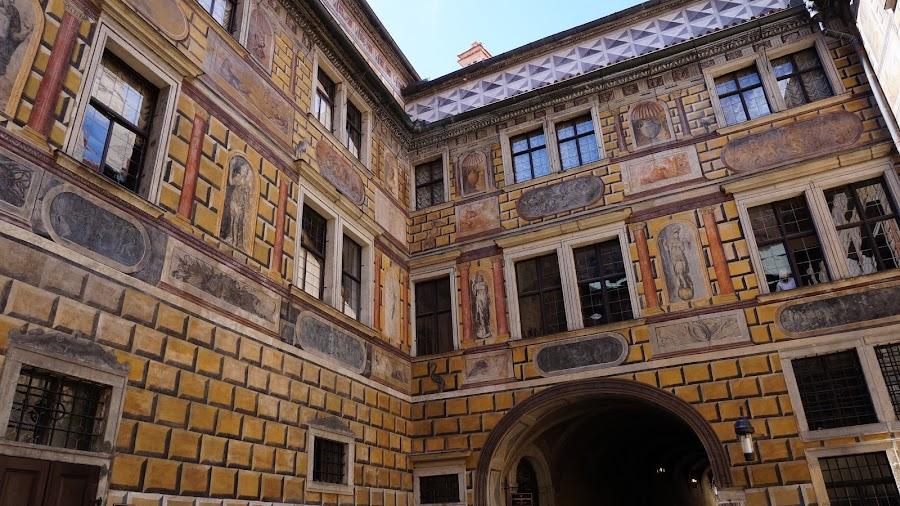 Настенная живопись замкового двора