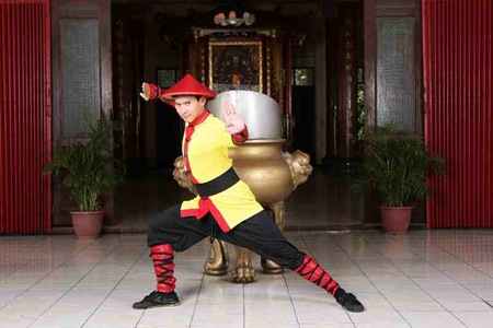 Enchong Dee as Kung Fu Chinito