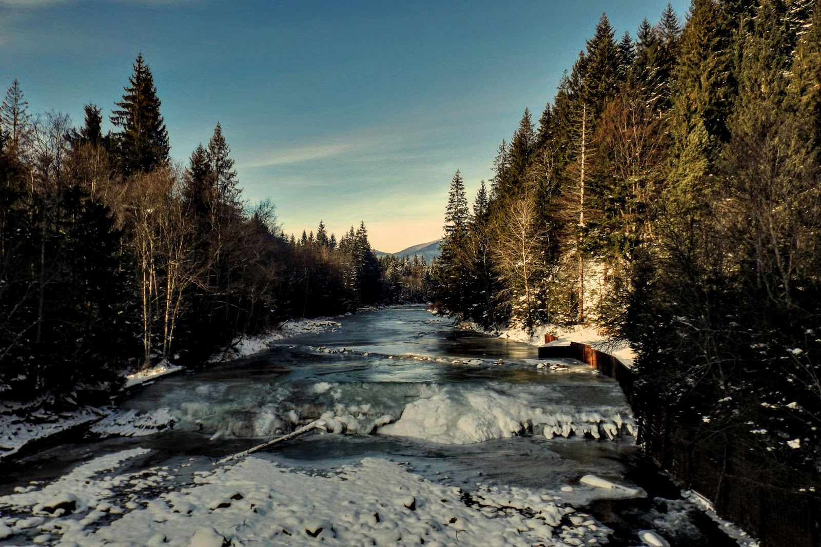 річка Молода, дамба