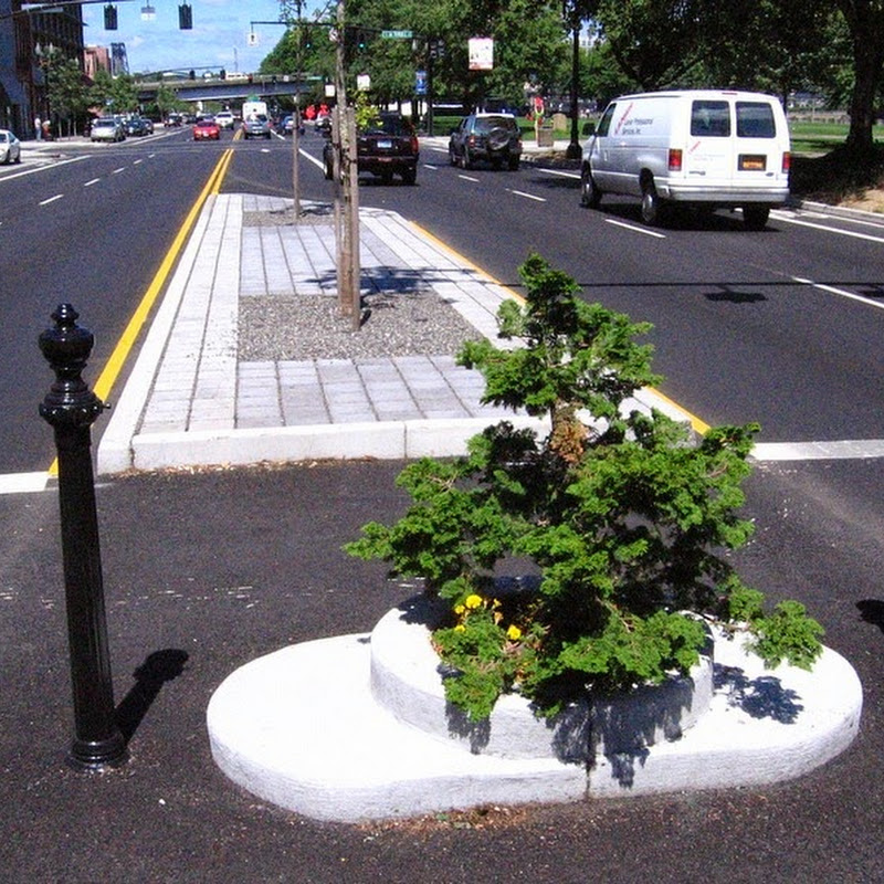 Mill Ends Park: World's Smallest Park