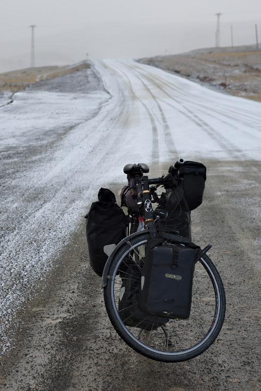 Iarna, caucicuri care nu prea tin si maini si picioare inghetate.