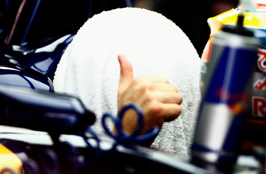 Жан-Эрик Вернь под полотенцем на Гран-при Малайзии 2012