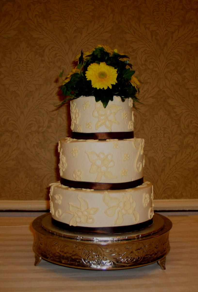 Yellow Gerber Daisy cake