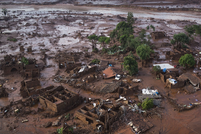 Aerial view of the debris after a dam burst on Thursday at the small town of Bento Rodrigues in Minas Gerais state, Brazil, Friday, 6 November 2015. Photo: Felipe Dana / AP Photo