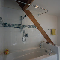 Main bathroom in dormer in loft (Foto by Ted Grant)