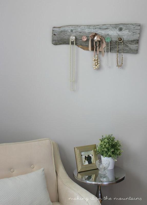 12-DIY-Barnwood-Jewelry-Hanger