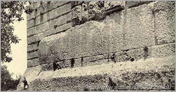 terraco-e-monolito-Baalbke