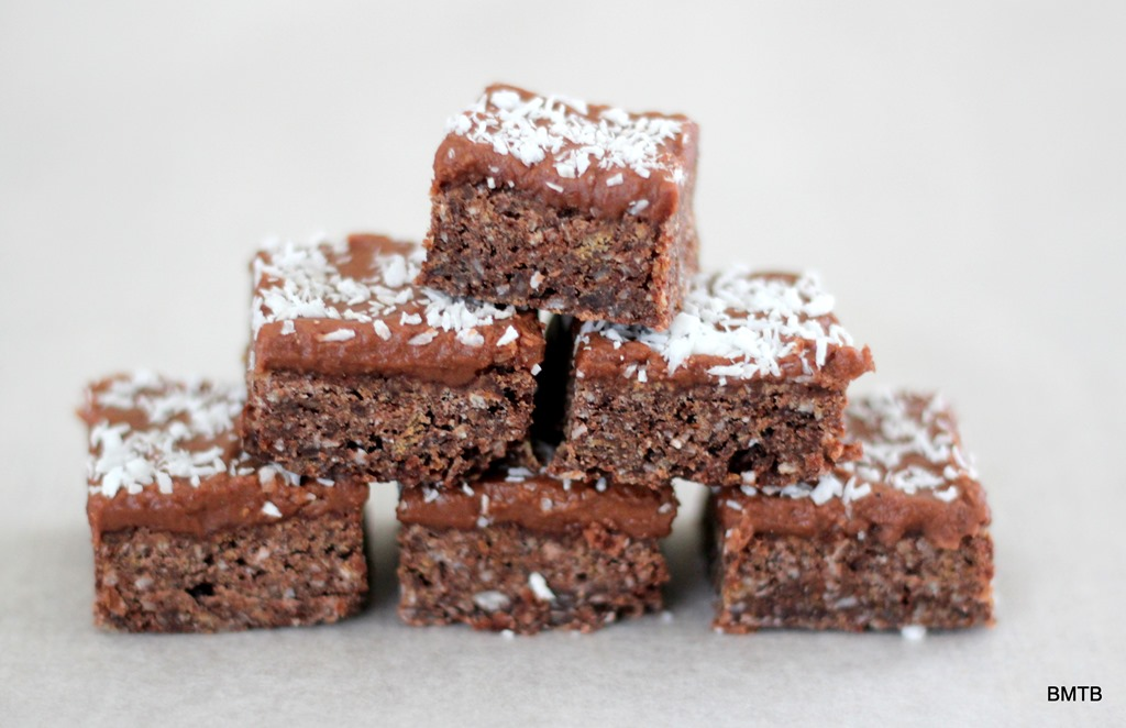 [Chocolate%2520Crunch%2520Slice%2520recipe%2520by%2520Baking%2520Makes%2520Things%2520Better%255B5%255D.jpg]