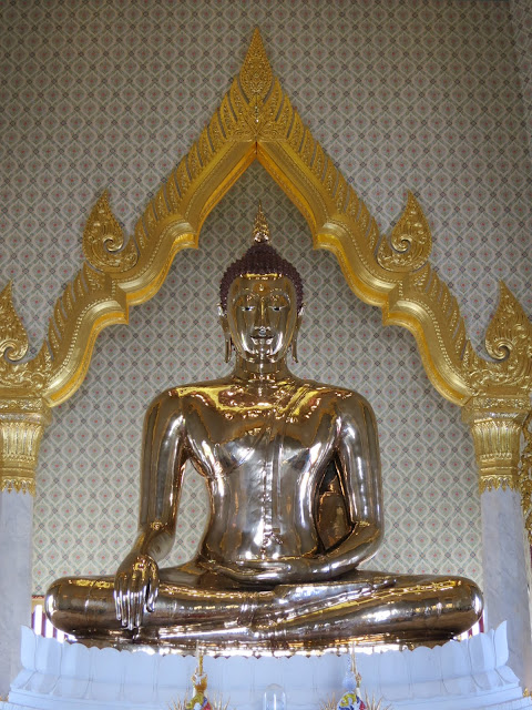The rediscovered golden buddha of Wat Traimit.