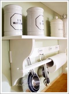 kuchenna półka vintage - szyldy ceramiczne