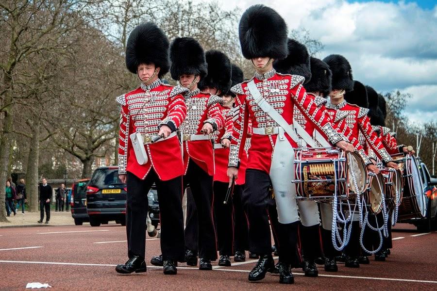 Cambio de guadia en el Palacio de Bukingham de Londres