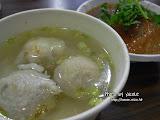 肉丸湯太好喝了!>O< 台灣到處的湯都好喝。