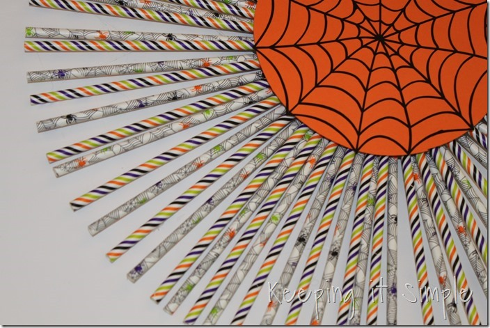 Halloween-decor-idea-paper-straw-wreath (8)