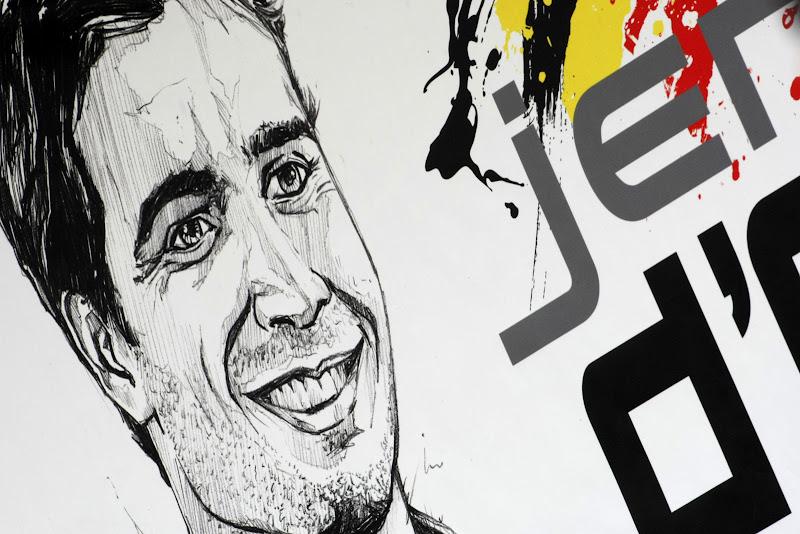 табличка над боксами Жерома Д'Амброзио на Гран-при Канады 2011