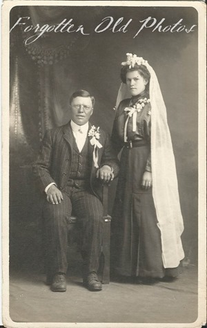 Unknown Bridal Couple Postcard AZO Triangles up DL An 1904 to 1918t