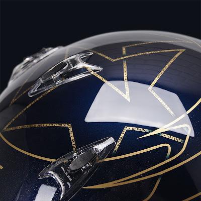 золотые звезды на шлеме Себастьяна Феттеля для Гран-при Кореи 2011
