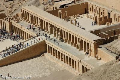 Complejo funerario semispeo de Hatshepsut. XVIII dinastía. Imperio Nuevo. Deir-el-Bahari, Luxor.