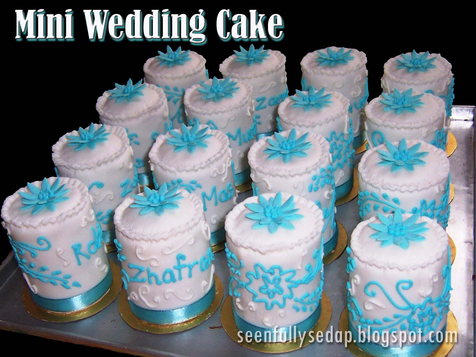 These mini wedding cakes were