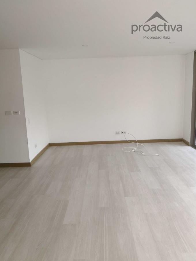 apartamento en arriendo el esmeraldal 497-6582