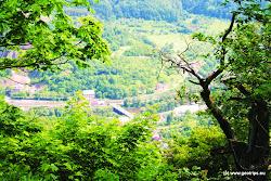 Z kopce jsou  nádherné výhledy do okolí.