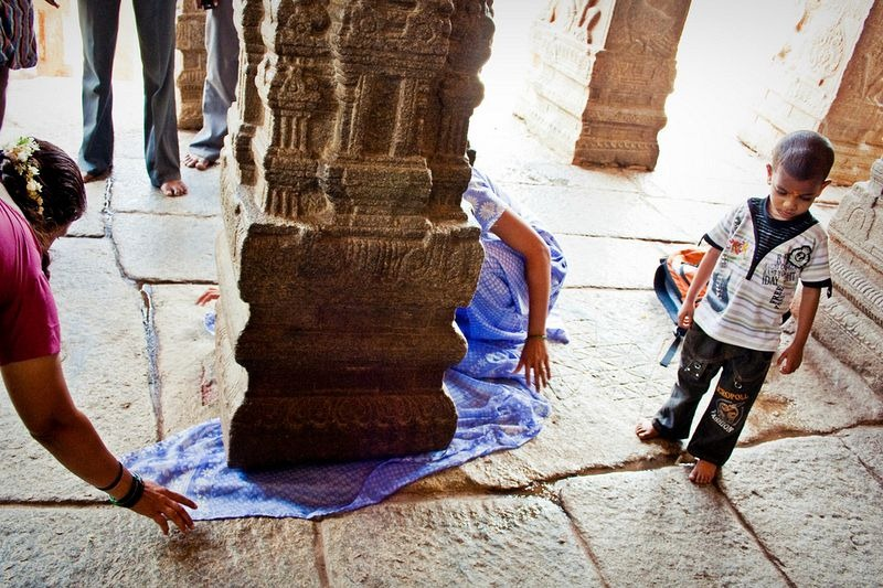 lepakshi-temple-hanging-pillar-5