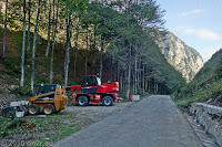 Auf dem Scheitel des Forcella di Monte Rest (1076m). Es ist Sonntag, deshalb ist keine Bautätigkeit.