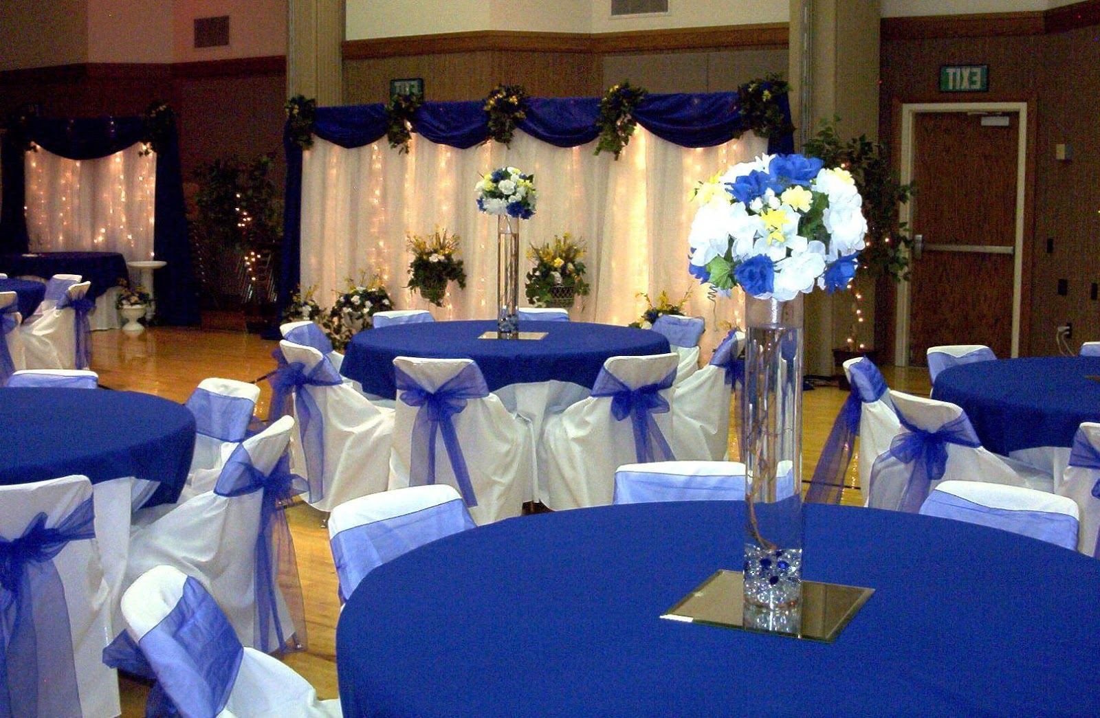 Table decorations blue - Klaudia S Silver And Royal Blue Wedding