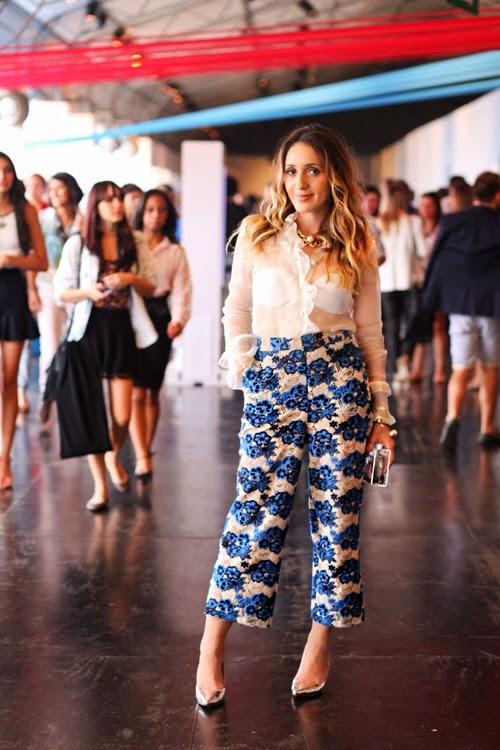 look-SPFW-pantacour-pantalona-cropped-Mabel-Magalhaes-inverno-2015-camisa-de-babados-organza-lutsy-scarpim-metalizado-schutz-fashion-week-streetstyle-glamour-bra-20