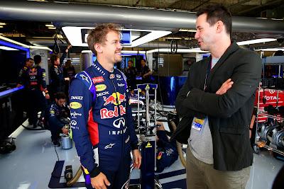 Киану Ривз с Себастьяном Феттелем в боксах Red Bull на Гран-при США 2014