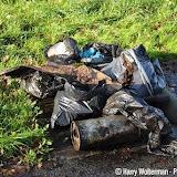 Werkgroep Pekela Schoon raapt zwerfvuil rondom Onstwedderweg - Foto's Harry Wolterman
