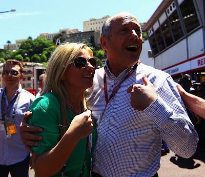 Джерри Холливел и Рон Деннис перед гонкой Гран-при Монако 2011