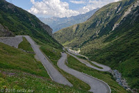 Vom San Gotthard auf der alten gepflasterten Gotthardstraße durch das Val di Tremola (Tal des Zitterns) hinunter nach Airolo.