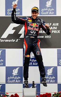 прыжок Себастьяна Феттеля на подиуме Гран-при Бахрейна 2012