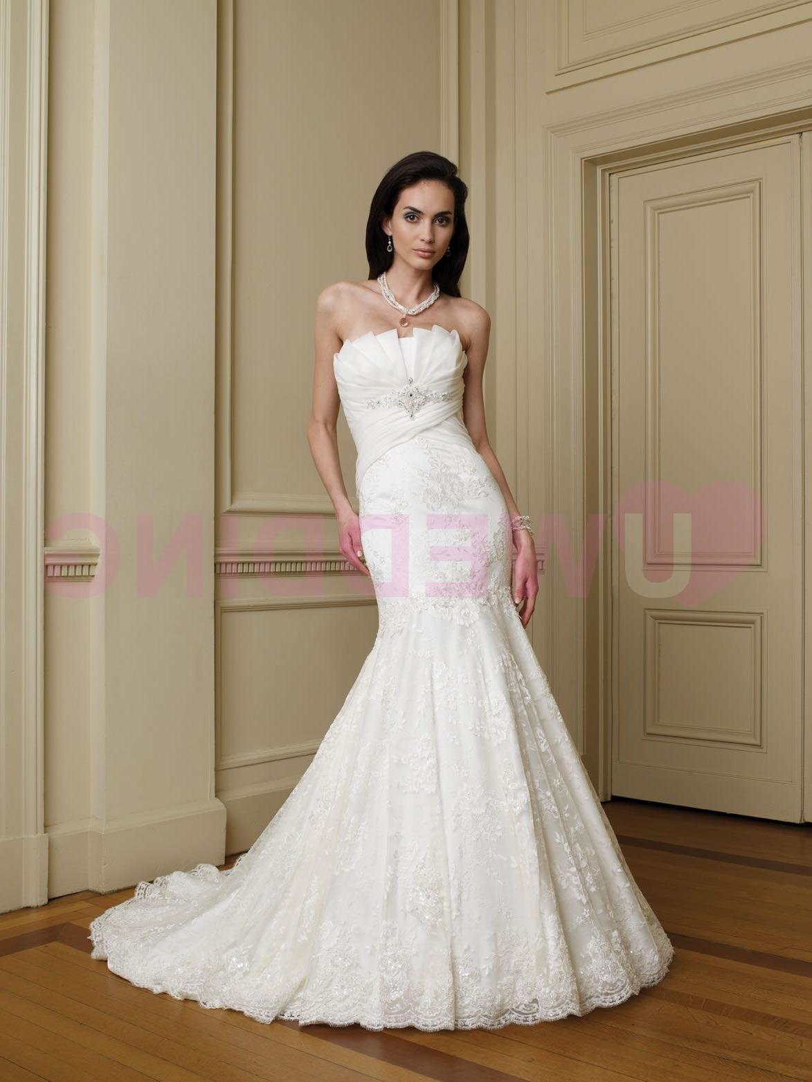 Strapless heavy organza and Chantilly lace mermaid gown, architecturally