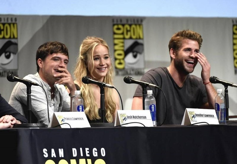 2015 Comic-Con - The Hunge (800x553)