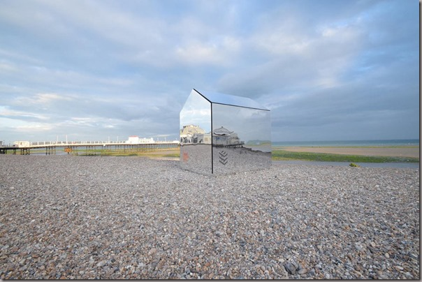 mirrorhutbeach1-900x600