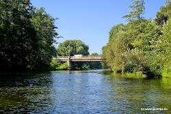 Most u železniční stanice Sokolov. Železniční nádraží je asi 200 m od řeky na levé straně.  Jde o obvyklý začátek plavby.